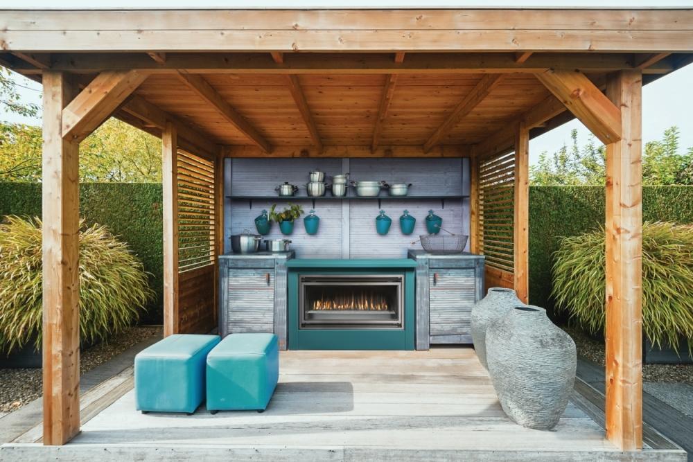 Mahana 42 outdoor fireplace